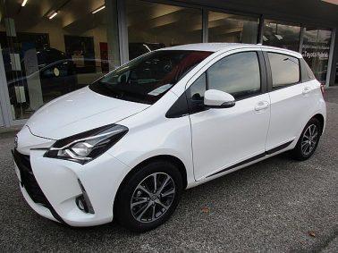 Toyota Yaris 1,5 VVT-ie Active m. Designpaket bei Auto Bacher GmbH in