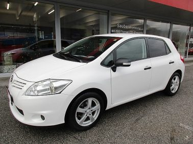 Toyota Auris 1,33 dVVT-i S&S Young bei Auto Bacher GmbH in