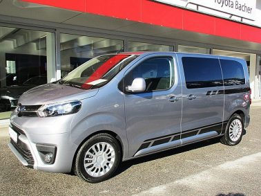 Toyota Proace Verso 2,0 D-4D 150 Medium Family m. Navigationssystem bei Auto Bacher GmbH in