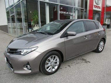Toyota Auris 1,6 Valvematic Active m. DESIGN-Paket bei Auto Bacher GmbH in